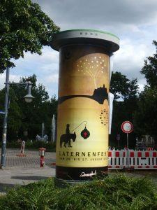 Litfaßsäule, Plakat zum Laternenfest in Halle 2017. Illustration / Grafikdesign / Digital Art, Werbung von High Tension Design aus Halle (Saale).
